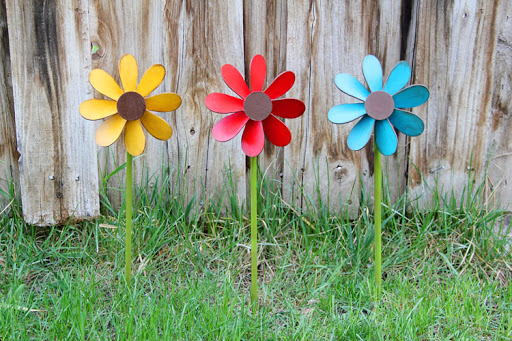 Hospital's Pinwheel Garden Celebrates The Joy Of Allergic COVID Patients